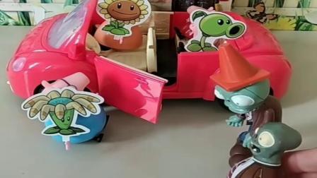 小猪佩奇玩具:猪爸爸带大家去兜风,看大僵尸大家都贴上植物,猪爸爸这招真厉害.mp4