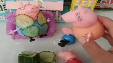 小猪佩奇玩具:猪爸爸今天要享受了,还用黄瓜贴了面膜,可被乔治佩奇当做妖怪了.mp4
