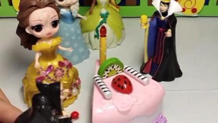 老巫婆把公主变成奶油蛋糕,王后为公主们找来红心,对白雪不管用