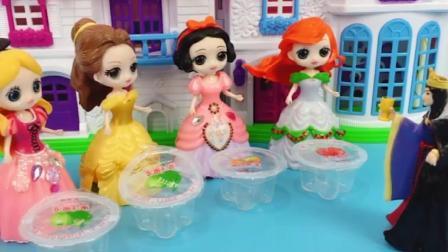 母后要吃水果果冻,还好白雪公主聪明,不然大家要被赶出童话王国了!