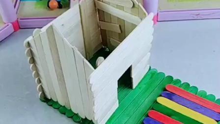 小熊猫的房子被大风吹跑,佩奇用雪糕棍给小熊猫做房子,太漂亮了.mp4