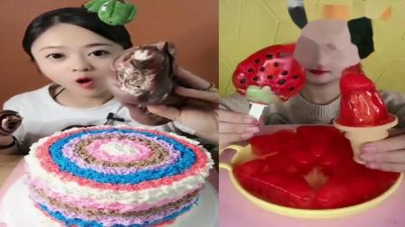 美女直播吃:可可毛巾卷草莓冰淇淋,一口下去超满足