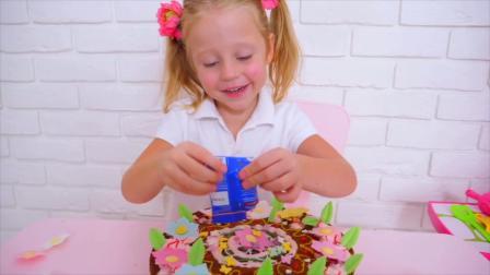 萌娃小可爱自己动手做了一个漂亮的生日蛋糕, 小家伙的学习能力真是棒棒哒!
