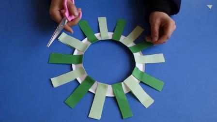 大班手工《纸盘圣诞花环》微课视频+课件教案 幼师OK网