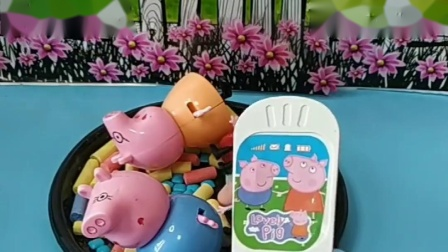 小猪一家都掉到坭坑里了,快通知汪汪队,把小猪一家都救出来了