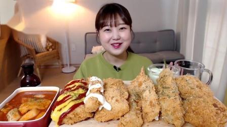 韩国吃播小姐姐,吃炒年糕、炸虾、炸蟹肉、炸猪排,吃得太过瘾了