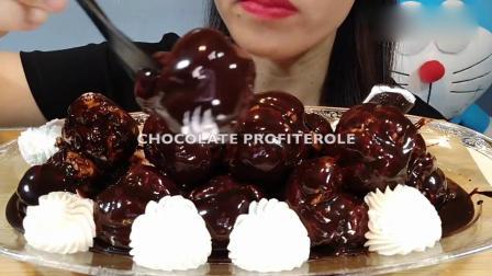 吃播大胃王:小姐姐吃巧克力泡芙和巧克力冰淇淋棒,发出的咀嚼声