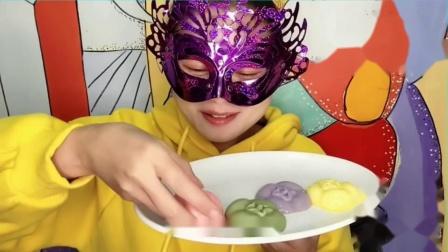 """吃货馋嘴:小姐姐吃""""柿子布丁"""",4种颜色水润滑溜,尝一口香甜味美好满足.mp4"""