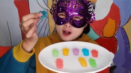 """吃货馋嘴:小姐姐吃""""芦荟盆栽果冻"""",多种颜色多种水果味,创意又好吃.mp4"""