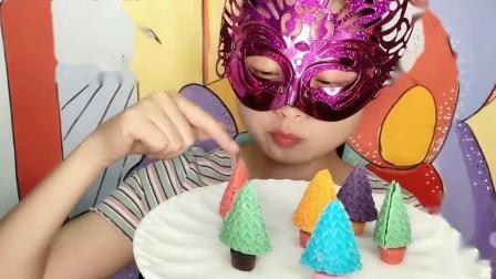 """妹子吃""""圣诞树巧克力"""",五彩缤纷迷你好看,空心薄脆好味道."""