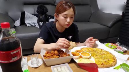 韩国吃播小姐姐,炸鸡跟披萨,太馋人了
