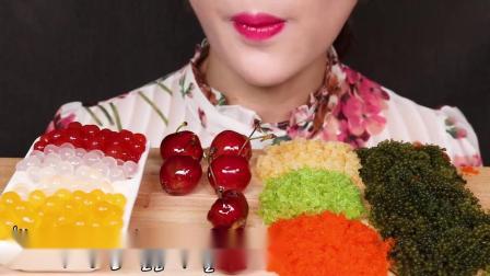 吃播大胃王:小姐姐吃爆爆珠搭配海葡萄和飞鱼籽,这难道是吃播的标配.mp4