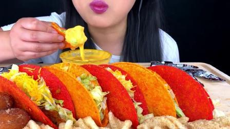 吃播大胃王:小姐姐吃奶酪蔬菜玉米卷,发出的咀嚼声.mp4