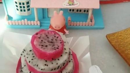 猪妈妈要当寿星了,佩奇做火龙果蛋糕给妈妈,刚做好就被乔治偷吃了