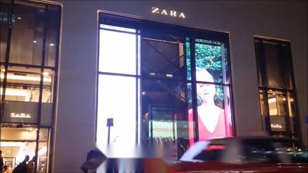 ZARA品牌服装模特广告效果 科技十足的橱窗LED透明屏