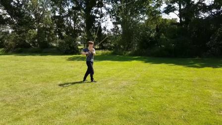 堅持在荷蘭的草地上 Zhui Feng Gun Staff 追風棍 Shaolin Kung Fu