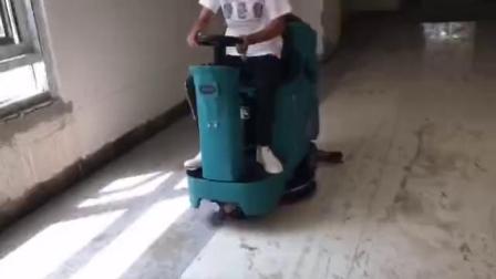 瓷砖地面清洁用优尼斯小宝马双刷驾驶式洗地机U700