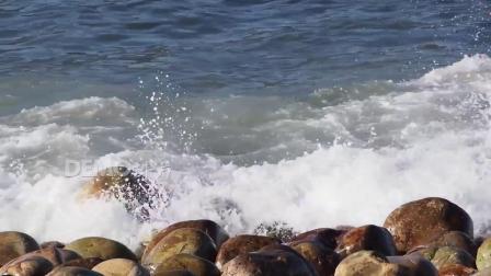 歌曲配乐 f94 大气海水海浪波浪拍打鹅卵石大石头壮美大自然实拍视频素材 背景视频