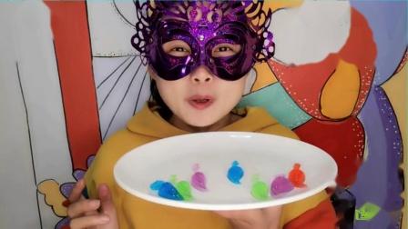 """吃货馋嘴:小姐姐吃""""火烈鸟果冻"""",好有创意的甜点,咬一口甜香沁人心脾.mp4"""
