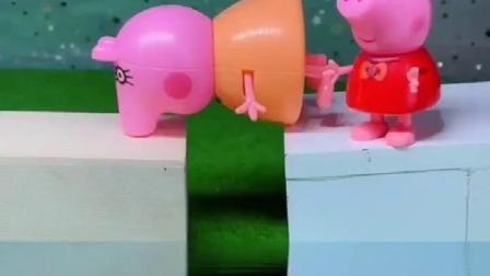 少儿益智亲子玩具小猪佩奇的妈妈和小猪佩奇一起过桥