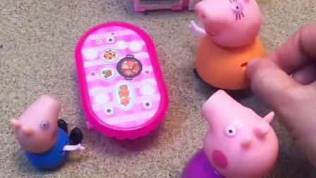 猪妈妈虐待猪奶奶,让猪奶奶去门口吃饭,乔治跟猪奶奶统一战线