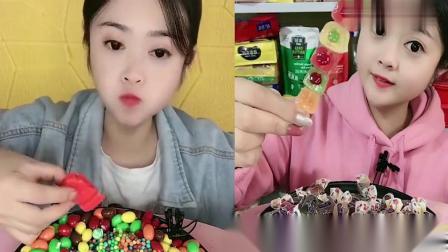 可爱小姐姐吃播:果冻西瓜雪糕爆浆小糖串,看完好饿啊.