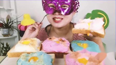 """吃货馋嘴:小姐姐吃""""爆浆彩色云朵面包"""",蛋白打发微微烤,蓬松香甜.mp4"""