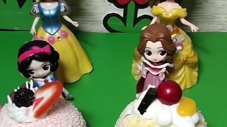 白雪公主和贝尔都有大蛋糕,贝尔气球里面有漂亮的糖果,白雪着急了!