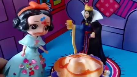 趣味玩具:王后给白雪准备了蛋糕,可全被贝尔给破坏了,这个贝尔太不像话了.mp4