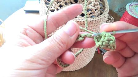第153集 草莓挂饰的棉草水桶包 许红霞教编织