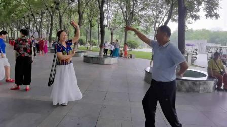 焦作麦西来甫舞蹈团-桂莲与肖老师对舞