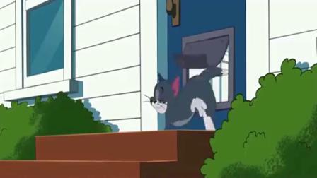 猫和老鼠汤姆光着屁股,松鼠还嘲笑它.