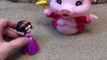 趣味玩具:白雪做饭真好吃,给小猪拿来了很多美食,白雪真是一个善良的姑娘.mp4