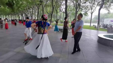 焦作麦西来甫舞蹈团-桂莲与肖老师对舞-1