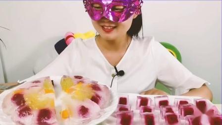 """吃货馋嘴:小姐姐吃小姐姐吃手工""""水果果冻披萨"""",晶莹剔透红橙绿,清润爽滑超满足"""