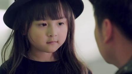 海归女儿故意说英文为难爸爸,却不知爸爸女友教英语的,当场翻译