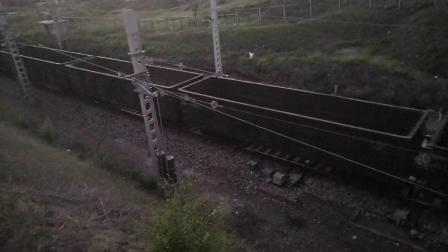 HXD21325牵引大列通过大同东站