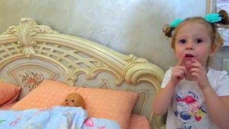 今天是萌娃小宝宝的生日,萌娃小萝莉给小宝宝做了生日蛋糕,看上去太好吃啦