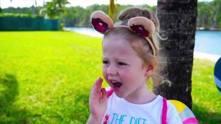哇塞萌娃小可爱开餐厅做了好多美味的小蛋糕和棒棒糖啊,小可爱真是萌萌哒啊