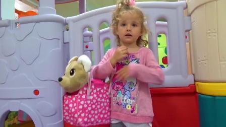 哇萌娃小萝莉今天带着玩具小狗去游乐园玩,也太开心啦
