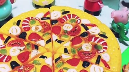 猪妈妈做了披萨,佩奇一家正要吃,熊二来借锤子看到就都给吃光了