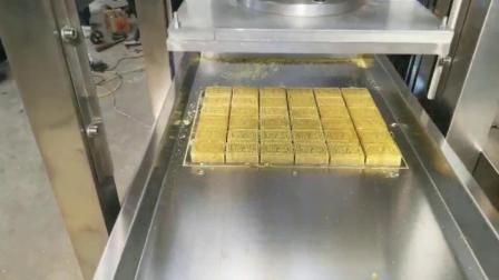 新型绿豆糕机视频 轻轻一压就成型的绿豆糕机器