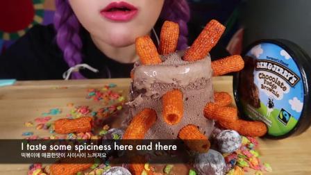 吃播大胃王:小姐姐吃巧克力软糖和布朗尼冰淇淋,发出的咀嚼声