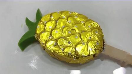 """吃货馋嘴:小姐姐吃""""炫彩菠萝棒棒巧克力"""",精致迷你颜值高,香醇滑脆"""