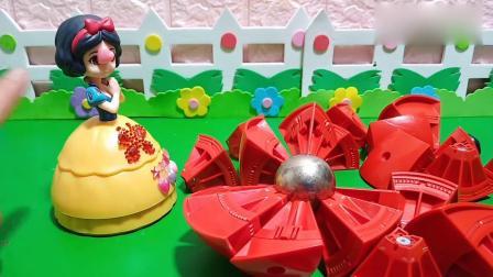 趣味玩具:白雪终于把磁力球拼好了
