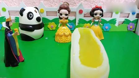 乔治佩奇玩具:白雪和贝儿都给王后做了好吃的果冻