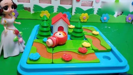 乔治佩奇玩具:白雪帮助小红帽修好了去外婆家的路了