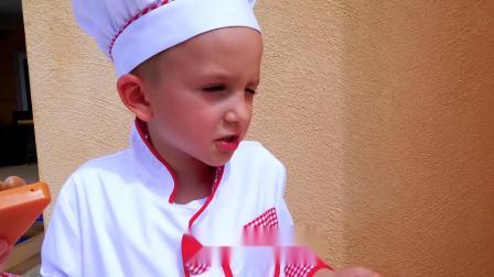 萌娃小可爱对小厨师做的披萨和草莓汁都不很满意呢,萌娃想吃什么呢?
