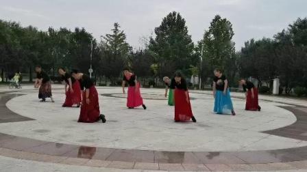 乘风破浪舞动四季的奶奶们欢跳藏族舞《康定情缘》