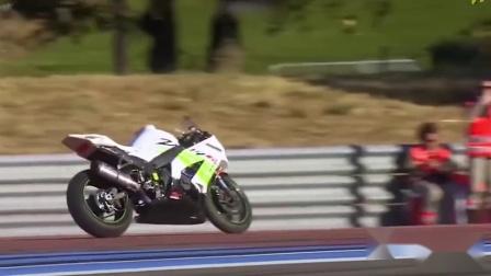 搞笑视频:这摩托的平衡性真好